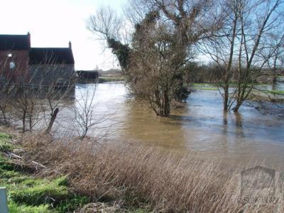 The river in flood - looking upstream to the Mill [144]