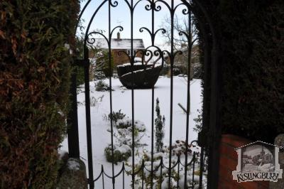 Secret Garden in the Snow [166]